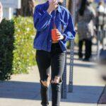 Kristen Stewart in a Black Ripped Jeans Goes Shopping in Malibu 12/18/2020