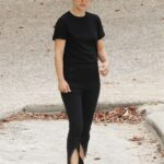Natalie Portman in a Black Outfit Was Spotted at Nielsen Park in Sydney 12/19/2020