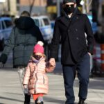 Bradley Cooper in a Black Protective Mask Was Seen Out with His Daughter in New York 01/25/2021