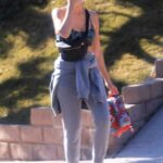Jessica Alba in a Grey Sweatpants Was Seen While Strolling in Los Angeles 01/03/2021