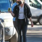 Katherine Schwarzenegger in a Black Protective Mask Was Seen Out with Christina Schwarzenegger in Santa Monica 01/11/2021