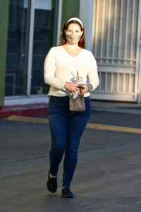 Lana Del Rey in a White Long Sleeves T-Shirt
