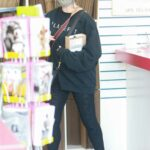 Sarah Michelle Gellar in a Black Sweatshirt Picks Up Some Mail at Her Local USPS Store in Santa Monica 01/25/2021
