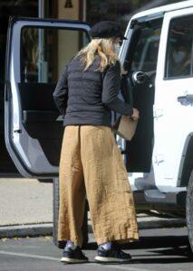Meg Ryan in a Beige Pants