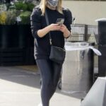 Sarah Michelle Gellar in a Black Sweatshirt Goes Shopping at Whole Foods in Los Angeles 02/05/2021