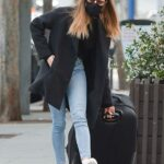 Aubrey Plaza in a Black Protective Mask Was Spotted with a Suitcase Out in Los Angeles 05/10/2021
