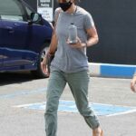 Courteney Cox in a Grey Tee Arrives at a Yoga Class in Santa Monica 06/15/2021
